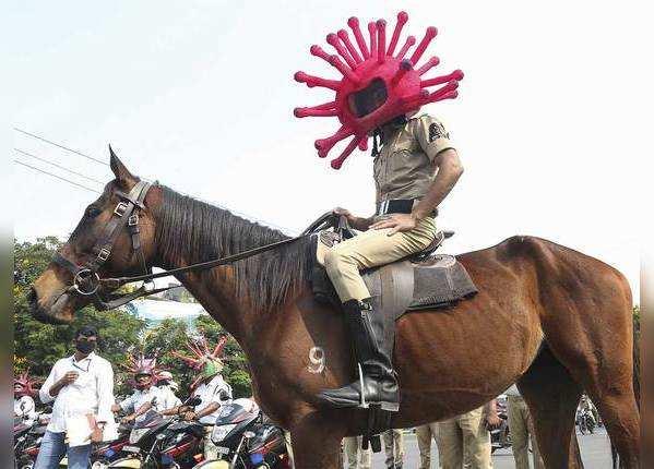 घोड़े पर हेल्मेट