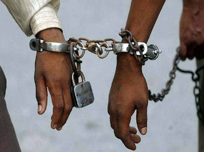 lockdown: लॉकडाउन: बेवजह घूमते मिले 9 लोग, पुलिस ने किया गिरफ्तार - 9  people found wandering in kakori, police arrested | Navbharat Times