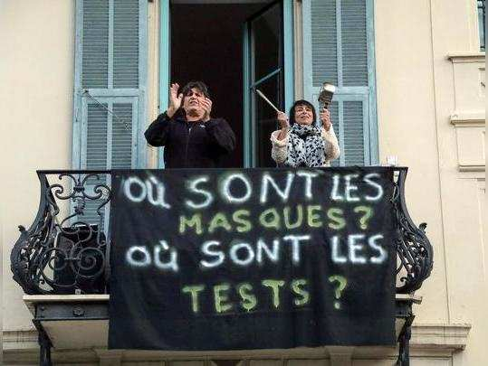 Inhabitants applaud to pay tribute to medical staff as France faces an aggressive progression of the coronavirus disease (COVID-19) in Nice, France April 4, 2020. The banner reads Where are masks, Where are tests. REUTERS/Eric Gaillard