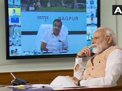 वीडियो कॉन्फ्रेंस से कैबिनेट की बैठक करते पीएम मोदी।