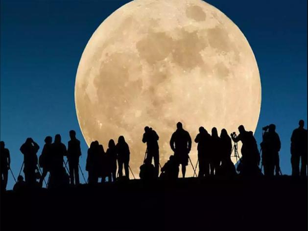 क्या है Pink Super Moon, भारत में कब और कैसे देख सकते हैं