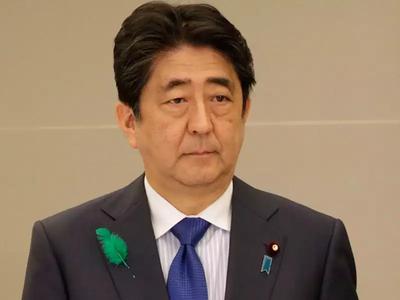 जापान के प्रधानमंत्री शिंजो आबे ने 7 जगहों पर लगाया आपातकाल