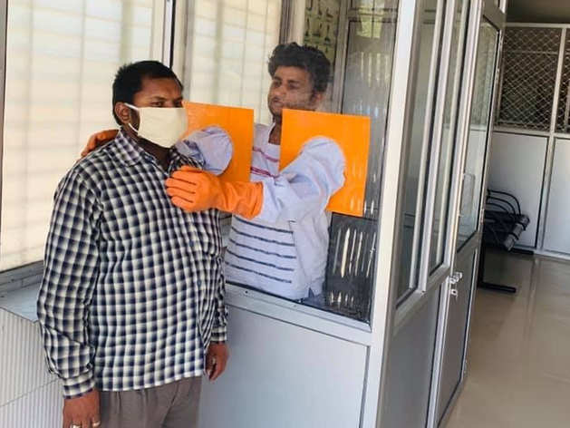 कोरोना: महोबा में बिना मरीज छुए ही हो रही जांच, जिला अस्पताल का यूनीक आइडिया