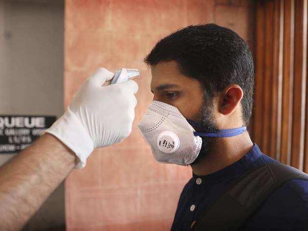 कोरोना से बचाव: इन राज्यों में बाहर निकलने वाले लोगों के लिए मास्क पहनना अनिवार्य