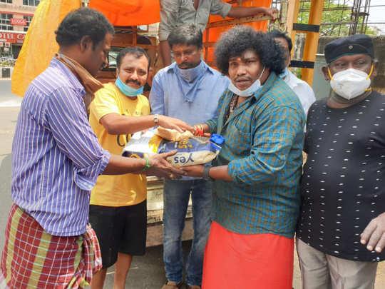 Yogi Babu distribute Rice Bags to actors during Corona Lockdown