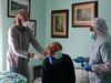 कोरोना से इटली में अब तक 100 डॉक्टरों की मौत, नन ने वेल उतार थामा आला