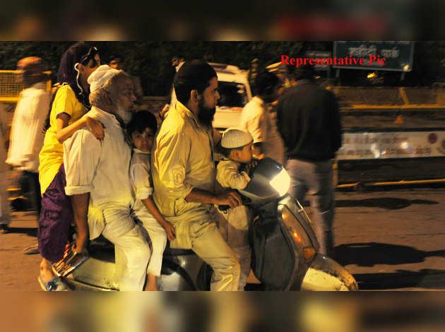 COVID-19: शब-ए-बरात पर बिहार में सैकड़ों लोग हुए इकट्ठा, लॉकडाउन का किया उल्लंघन