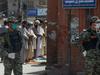 पाकिस्तानः लॉकडाउन तोड़ जुमे की नमाज में उमड़ी भीड़, रोकने पर महिला SHO पर कर दिया हमला
