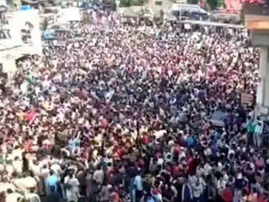 प्रवासी कामगारों की भीड़