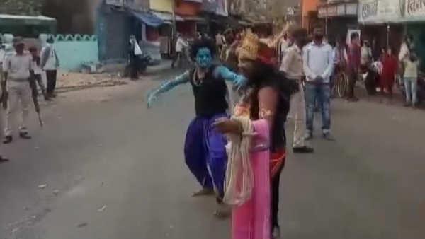 watch yamraj walks around munger streets to remind people about covid 19 danger