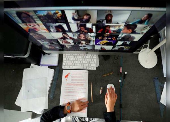 1- एक साथ 100 लोगों से वीडियो कॉन्फ्रेंसिंग