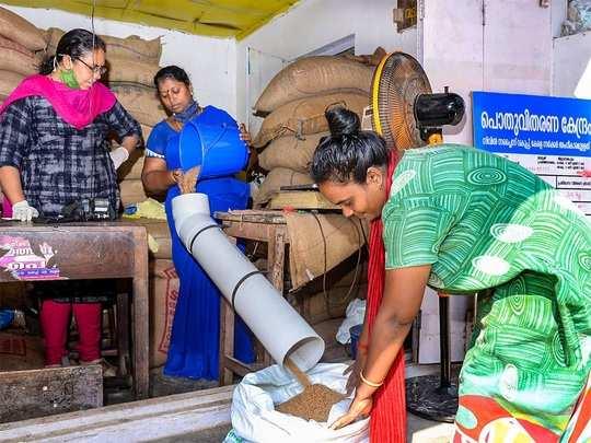 free ration distribution: ಮೇ.1ರಿಂದ ಪಡಿತರ ವಿತರಣೆ ಆರಂಭ: ಮೂರು ತಿಂಗಳ ಅಕ್ಕಿ ಉಚಿತ! - ration for two months in one go, three months ration free says k. gopalaiah in bengaluru   Vijaya Karnataka