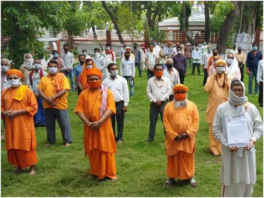Tribute meeting at Gorakhnath temple