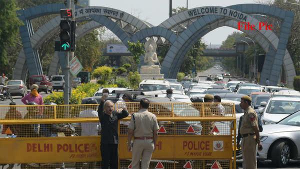 covid 19 delhi noida border sealed with immediate effect