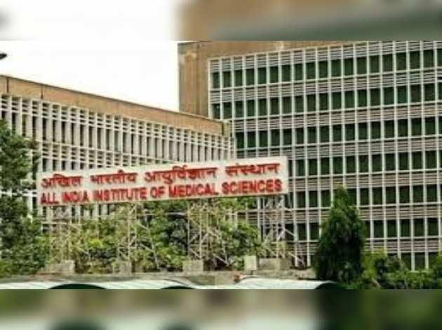 दिल्ली: AIIMS में नर्स कोरोना पॉज़िटिव, 35 स्वास्थ्य अधिकारियों को सेल्फ़ क्वॉरंटीन होने का निर्देश
