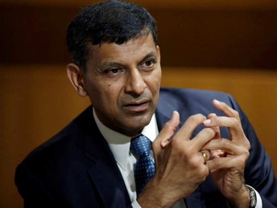 दीर्घकाळ लॉकडाऊन परवडणारं नाही; अर्थव्यवस्थेकडेही लक्ष द्या : रघुराम राजन