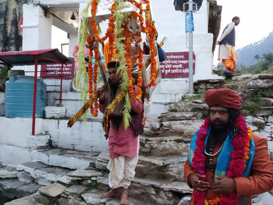 ओंकारेश्वर मंदिर ऊखीमठ से बाबा केदार निकले