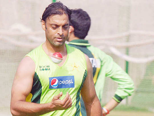 shoaib akhtar slammed pcb over umar akmal ban, he revealed board allows online betting for psl matches