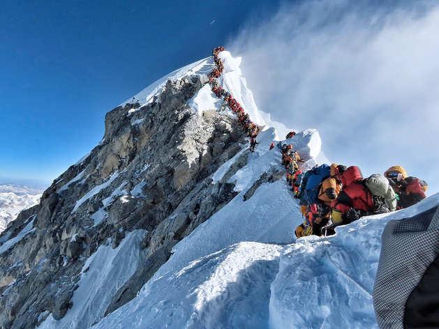 माउंट एवरेस्ट पर चढ़ाई करने वालों को बिस्तर, बिजली के साथ मिलेंगी बार और वाईफाई जैसी '5 स्टार' सुविधाएं