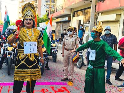 जयपुर में यमराज के जरिए लोगों को कोरोना को लेकर जागरुक किया गया।
