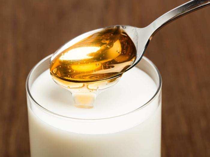 Milk And Honey Benefits : रात में पिएं दूध और शहद, इन बीमारियों से रहेंगे दूर