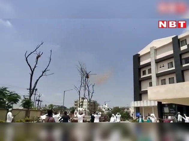 कोरोना योद्धाओं को सलामी: वायुसेना ने पटना एम्स-PMCH में डॉक्टरों पर बरसाए फूल