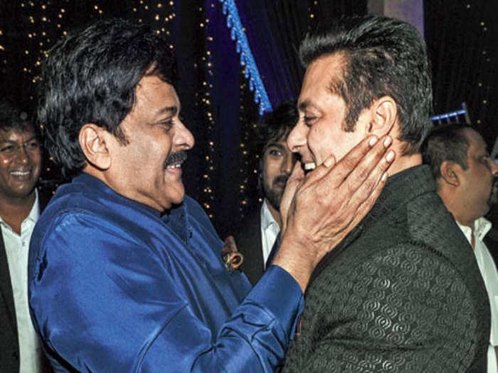 salman khan chiranjeevi acharya: चिरंजीवी की 'आचार्य' में खास किरदार में  दिखेंगे सलमान खान? - bollywood star salman khan will play a special role in  chiranjeevi starrer acharya | Navbharat Times