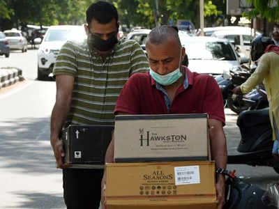 दिल्ली में एक दुकान के बाहर की तस्वीर