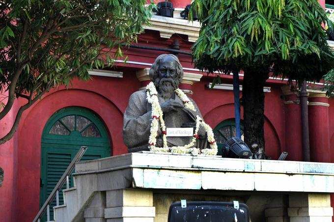 লকডাউনেও রবির আলোয় কলকাতা