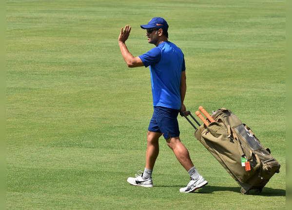 10 महीने से क्रिकेट से दूर हैं धोनी