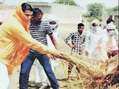 हिंदू रीति रिवाज से परिवार की बुजुर्ग का हुआ अंतिम संस्कार