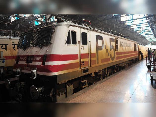 लॉकडाउन: 12 मई से 15 स्पेशल ट्रेनें चलेंगी, पीयूष गोयल ने ट्वीट कर दी जानकारी