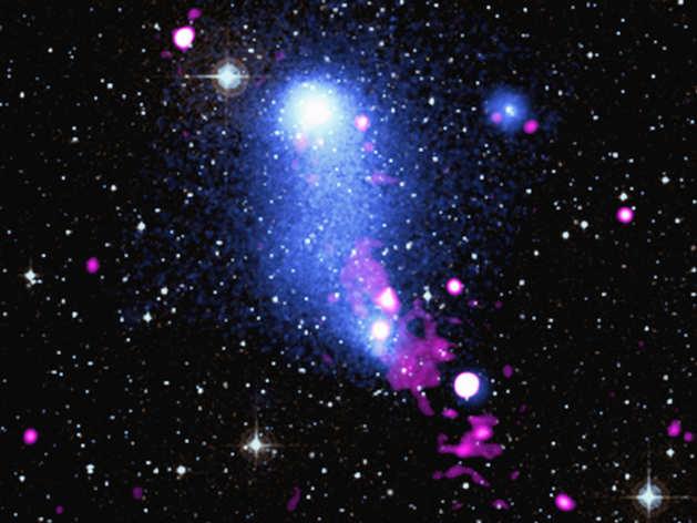 Abell 2384: अंतरिक्ष में Galaxy Clusters की टक्कर से बना विशाल गैस-ब्रिज, Blackhole ने मोड़ा!