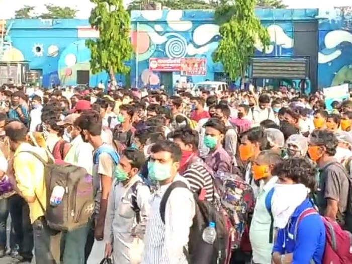 corona lockdown special train patna station passenger problems how to go home ranchi new delhi