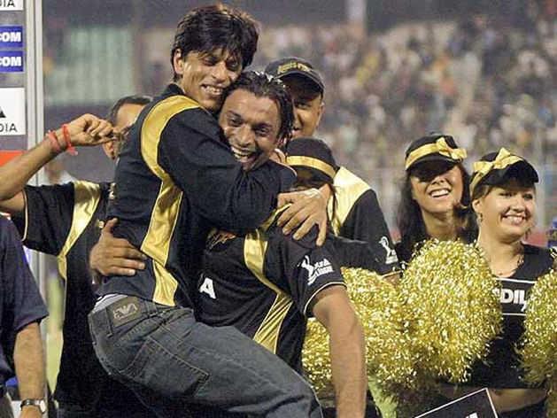 शाहरुख खान ने 15 वर्ष पहले दिया था स्पेशल गिफ्ट, शोएब अख्तर ने किया दान