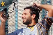 कश्मीर को लेकर विवादित बयान, अफरीदी को भारतीय क्रिकेटरो...