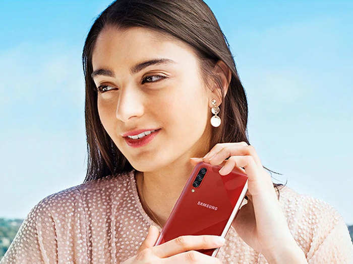 from xiaomi-realme to oneplus and samsung these smartphones got price cut india in lockdown