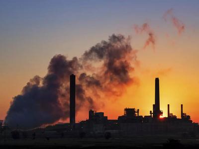 दुनिया में कार्बन उत्सर्जन में आई कमी