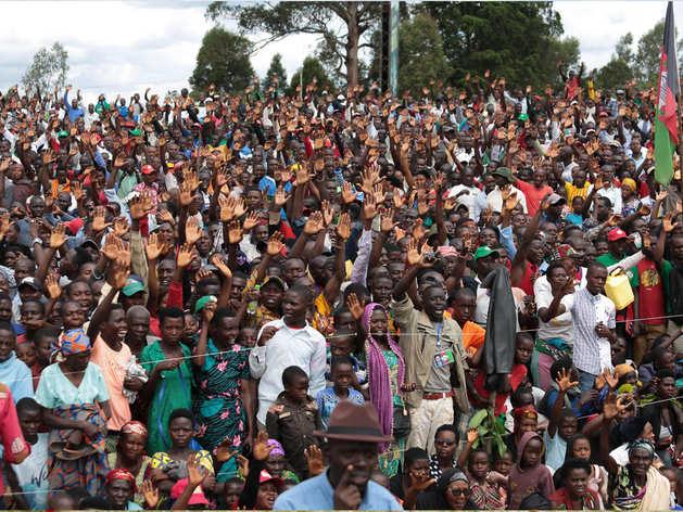 कैसा Coronavirus? इस अफ्रीकी देश में हो रहा चुनाव, रैलियों से लेकर वोटिंग तक भीड़ ही भीड़