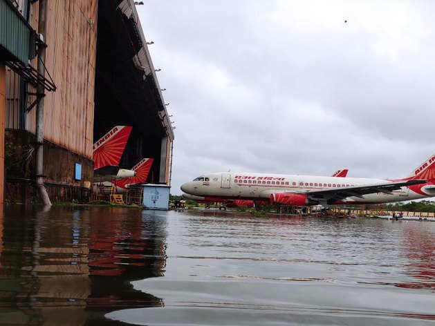 amphan cyclone का कहर, 'डूब' गया कोलकाता एयरपोर्ट
