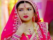 देखें, आम्रपाली दुबे का हिट भोजपुरी गाना 'चला ना जाला'