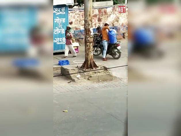 भरतपुर में सरस डेयरी बूथ का एक वीडियो सोशल मीडिया पर वायरल