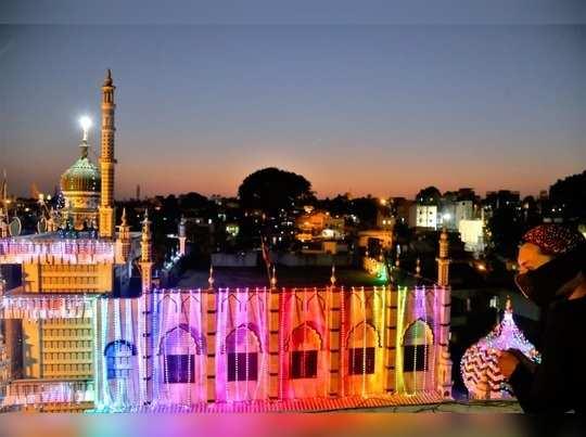रमजान ईदच्या पार्श्वभूमीवर नाशिक येथील मशिदीला केलेली रोषणाई. (फोटोः सतीश काळे)