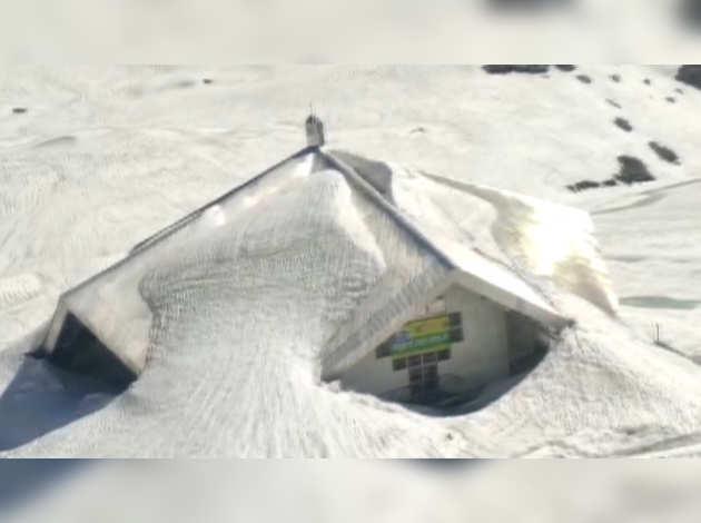 देखें: उत्तराखंड स्थित गुरुद्वारा हेमकुंड साहिब बर्फ की चादर से ढंका