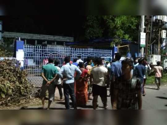 Agitation at Chakdaha as there is No electricity after amphan, jounalist attacked to cover incident