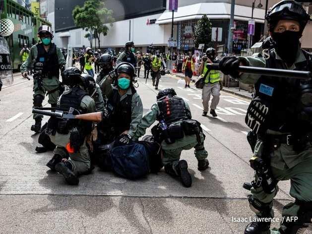 हॉन्ग कॉन्ग में चीन ने बढ़ाया दमन, प्रदर्शनकारियों पर दागे आंसू गैस के गोले