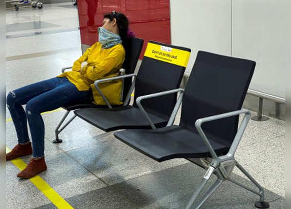 कृपया दूरी बनाकर बैठें, सीट पर लगे हैं स्टीकर्स