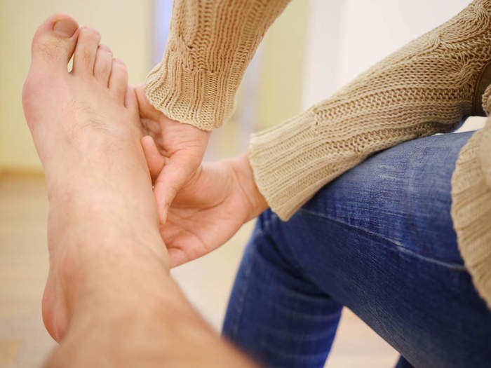 home treatment for swollen legs in hindi
