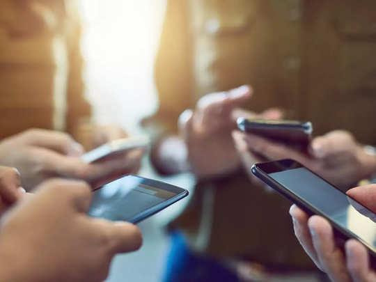 कैमरा, नॉच, फिंगरप्रिंट: सस्ते फोन में क्या देखते हैं ग्राहक