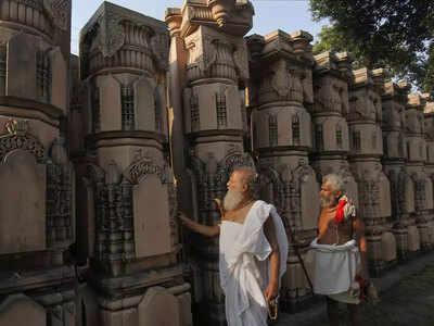 राम मंदिर के लिए तैयार पीलर।